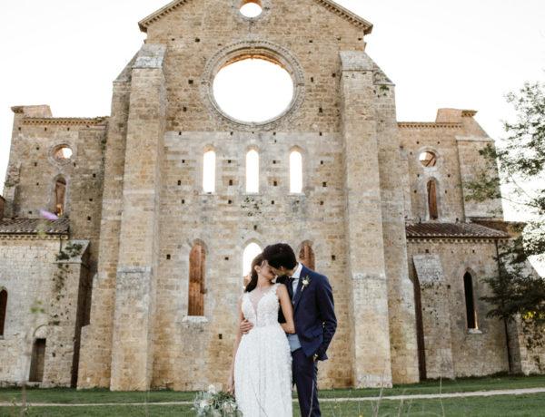 Intimate wedding in San Galgano